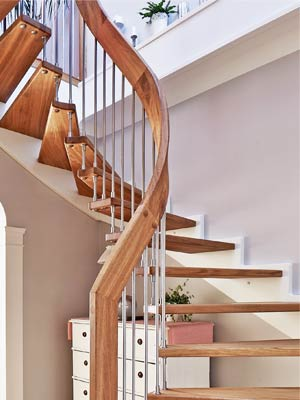 Oak handrail turn staircase