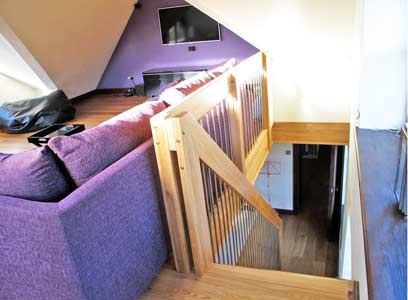 Oak-landing-balustrade